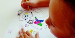 Enfant qui dessine Kidiklik
